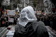 Por los desaparecidos de ayer, y por los desaparecidos de hoy. La movilización, otra vez, ganó la Plaza de las Madres.